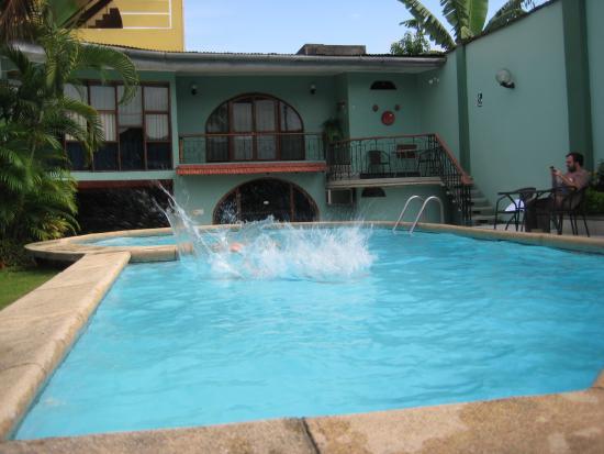 La Posada de Lobo Hotel & Suites : Piscina.