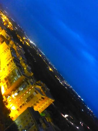 Portadimare: Vista noturna cidade e litoral a partir da sacada