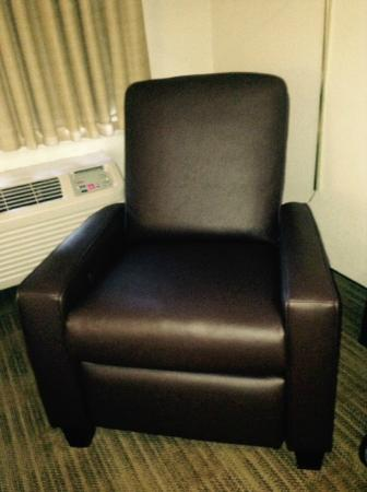 Extended Stay America - Detroit - Madison Heights: New chairs