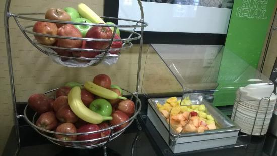 Hampton Inn & Suites Enid: breakfast