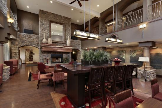 Hampton Inn & Suites - Paso Robles: Lobby/Breakfast Area