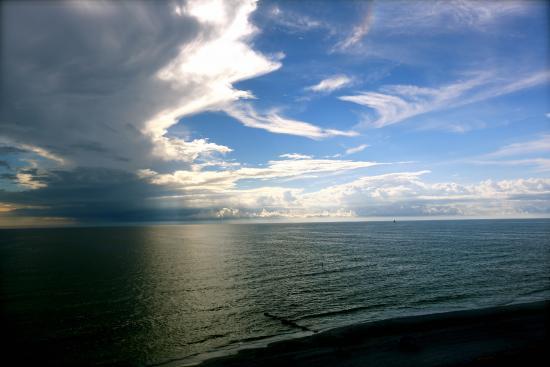 Shoreline Island Resort: clouds