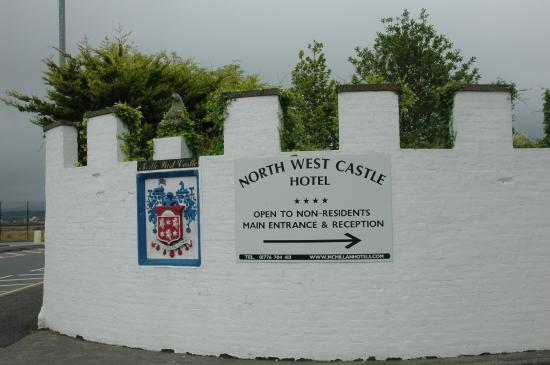 North West Castle Hotel: Hotel sign