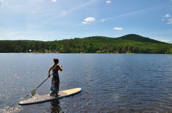 Chestertown, Нью-Йорк: SUP!  Paddleboarding on Loon Lake NY