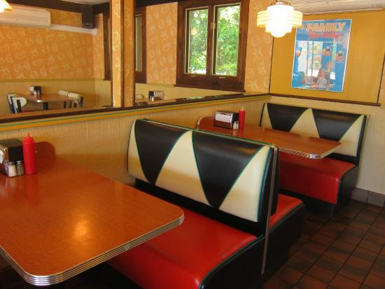 old fashioned booths - Picture of A&W Restaurant, Harwich