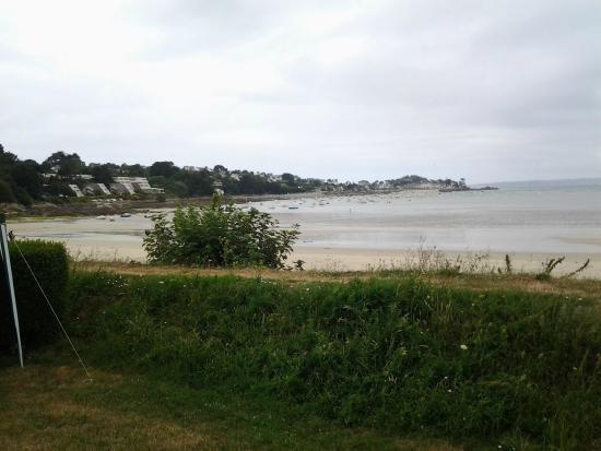 Camping du Fond de la Baie : vue de l'emplacement marée basse