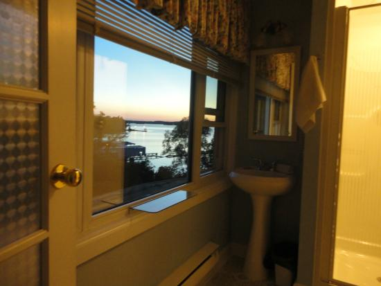 Gores Landing, Canadá: Bathroom with a view