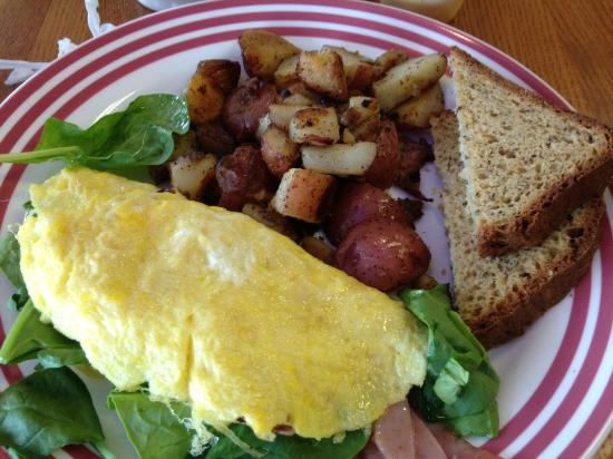 Idgy's: 2 egg omelette w/ ham, cheddar & spinach; potatoes and multigrain bread