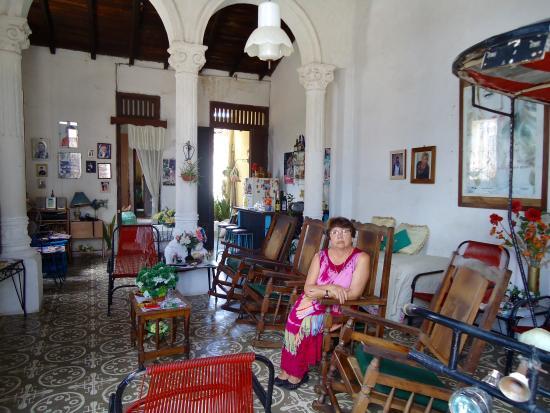 Una casa colonial de familia por dentro hermosa camaguey for Casas pintadas por dentro