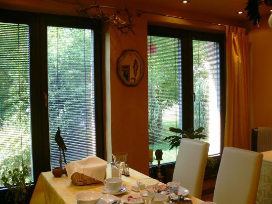 Art Pension Dans Le Parc: Breakfast room
