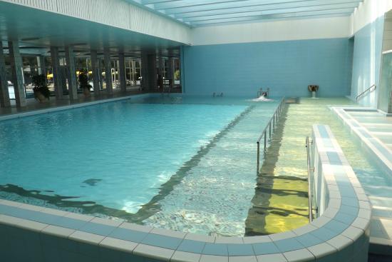 Ottima visuale al 3 piano camera e bagno molto pulita personale molto cortese e corretto ci sn - Piscine termali montegrotto ...