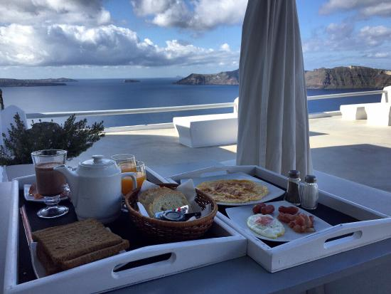 Oia Suites: Breakfast with an amazing view