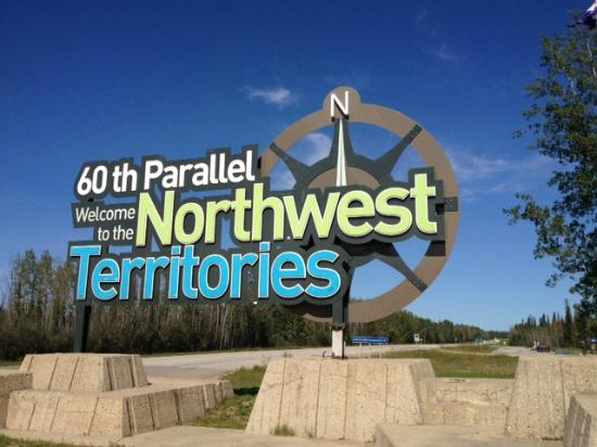 Fort Smith, Kanada: Welcome to NWT Sign at the Visitor Centre