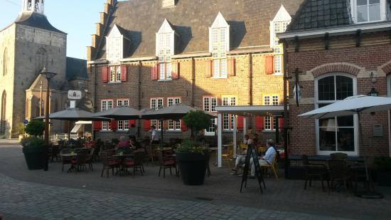Tubbergen, Нидерланды: Restaurant De Burgemeester with terrace