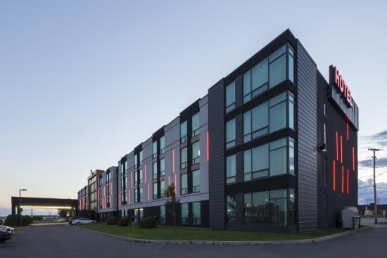 Hotel & Suites Normandin Quebec: Extérieur est / Outdooor -CCM2architectes_DaveTremblay2015