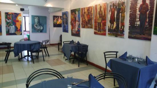 Comedor con cuadros a la venta - Picture of Makush Art Gallery ...