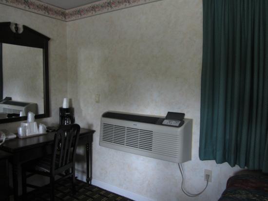 Pilgrim Inn: AC unit