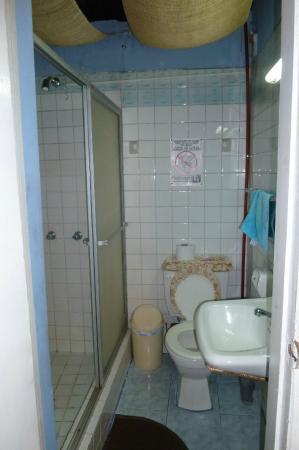 La Casa Tolena Hostal: bathroom