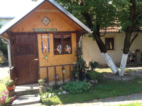 Suncani Apartmani: Хозяйка - рукодельница, все украшено сувенирами hand made