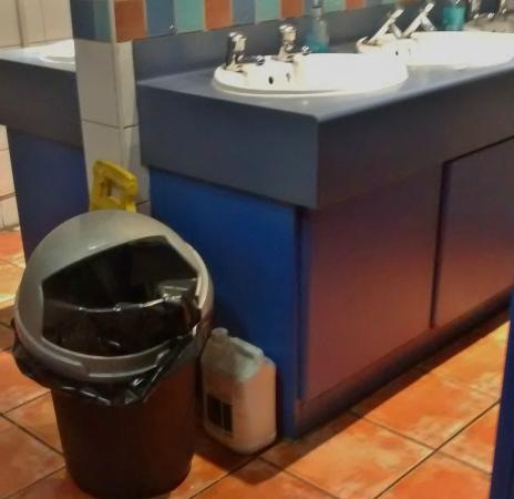 Jimmy Chung's Buffet : Container left in bathroom