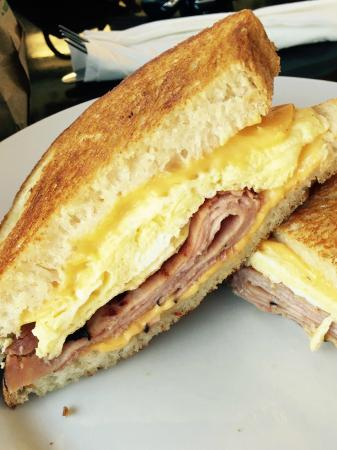San Mateo, Californie : Ham & Egg Grilled Cheese