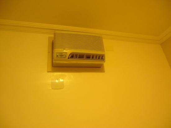 Hotel Cocal: Ar condicionado antigo
