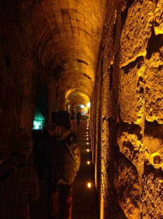 The Western Wall Tunnels: かなり狭いので、閉所恐怖症の方は避けたほうが良いでしょう