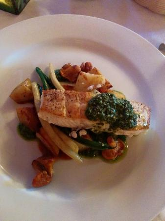Sugar Hill Inn: Halibut perfectly done