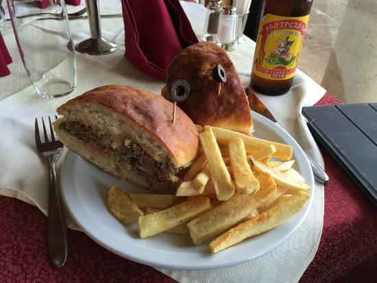 Goha Hotel : Handmade Hamburger wIth Fries