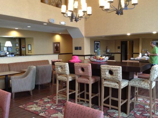 Hampton Inn & Suites Fredericksburg: Common area