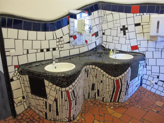 wc details bild von hundertwasser bahnhof uelzen tripadvisor. Black Bedroom Furniture Sets. Home Design Ideas