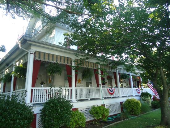 The Dormer House: Front Porch