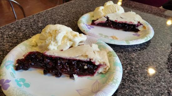 Crooked Tree Motel and RV Park: Huckleberry Pie a la mode