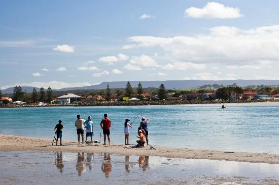 Windang Beach Tourist Park: Lake Illawarra - Fishing