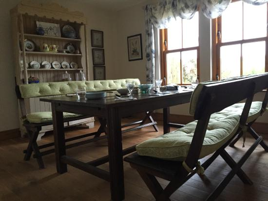 Brae House Bed And Breakfast: Welcoming breakfast room with delicious and healthy breakfasts