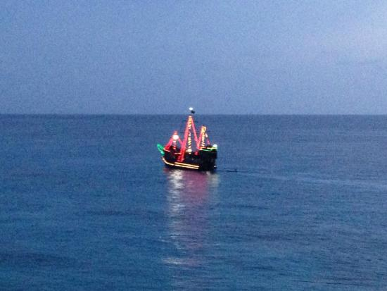Miramar Condominiums Cozumel: Pirate ship going by