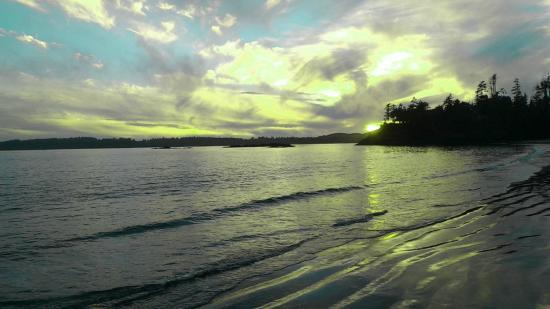 MacKenzie Beach Resort: sunset