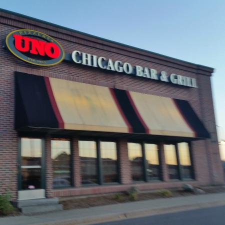 UNO Chicago Grill: the front