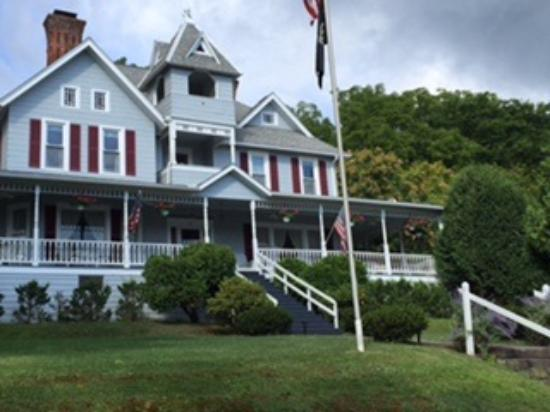 Hudson Manor Bed And Breakfast Watkins Glen Ny Picture Of Hudson