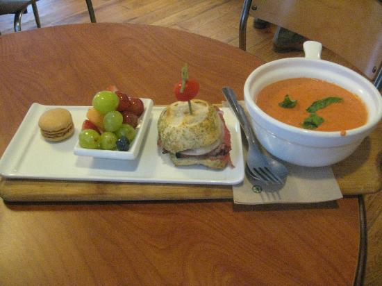 Coolato Gelato: Yummy lunch of panni, soup fruit and cookie