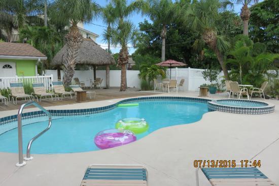 Tropical Breeze Resort: one of three pools