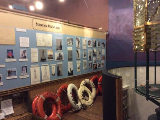 Marquette Maritime Museum: Lighthouse info displays