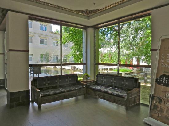 Jardin Secret Hotel : Lobby by the fountain