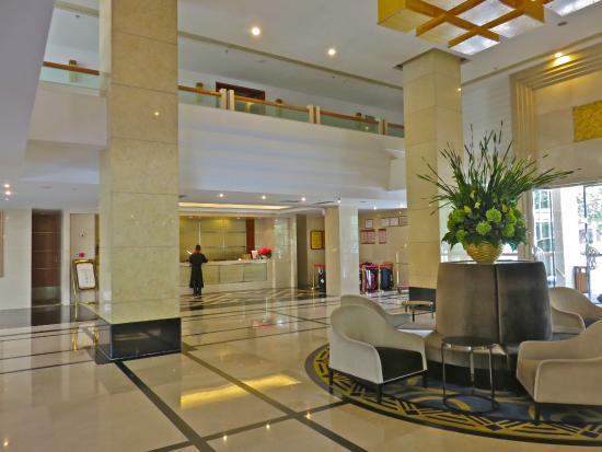 Jardin Secret Hotel: Front desk and lobby