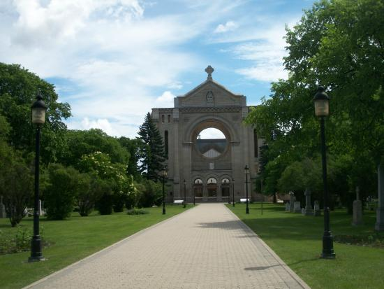 Guided Walking Tour of Old St. Boniface - Tours