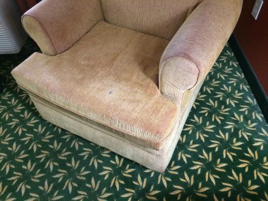 Hampton Inn & Suites Hermosa Beach: dirty chair