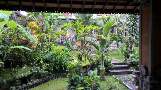 Ubud Sensasi Bungalow: interior courtyard garden