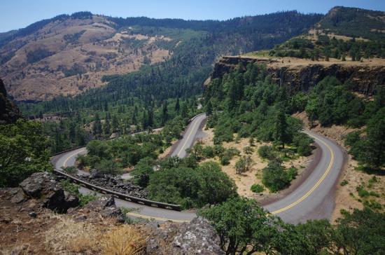 Mosier, OR: Looking down on road