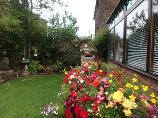 Hazeldean House: Flower Garden