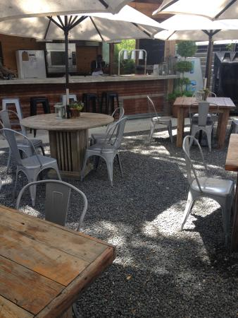 The Garden Company: Out Door Patio With Pizza Oven
